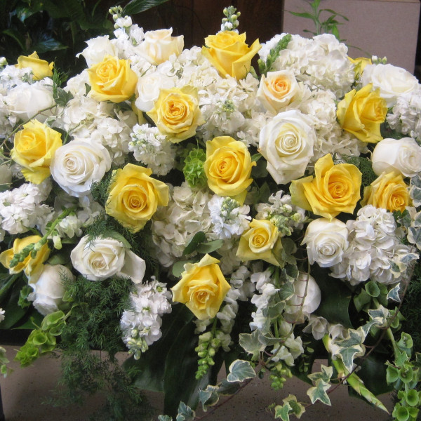 Casket piece in yellow and white
